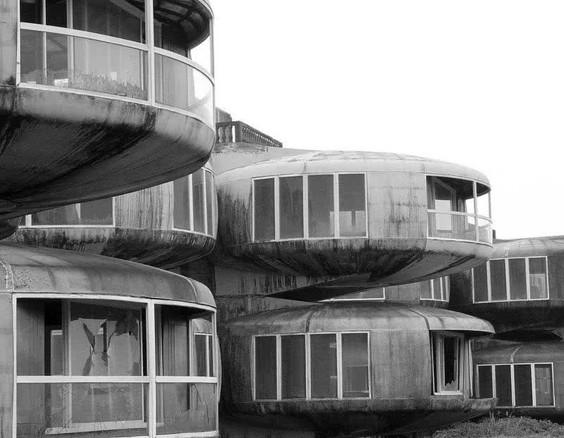 Sanzhi UFO houses
