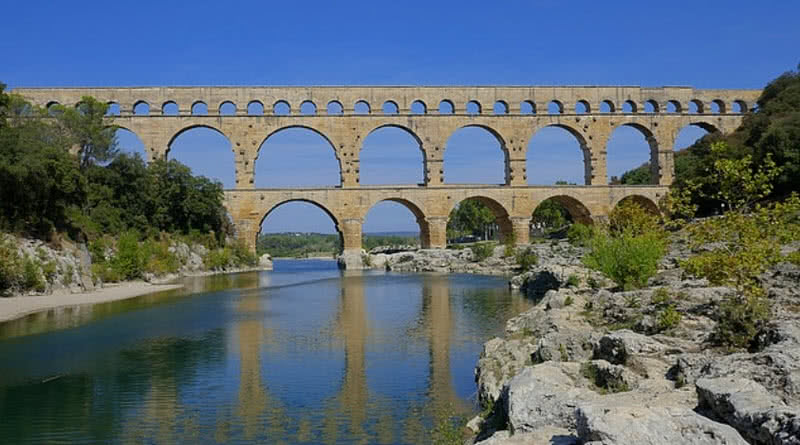 Top 10 greatest architectural wonders of ancient world for Pont du gard architecte