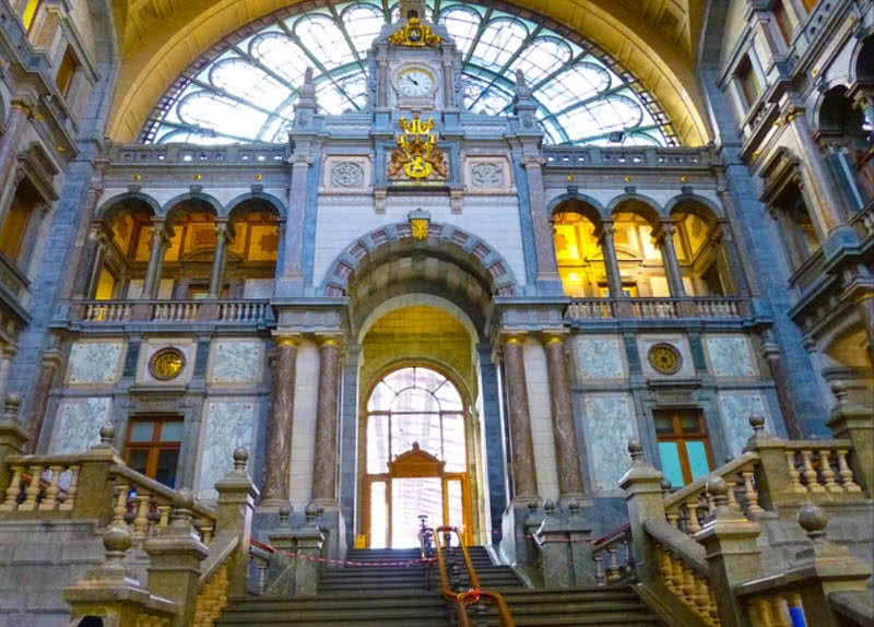 Top 10 Most Spectacular Train Stations Around The World