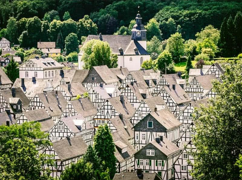 Στην Αυστρία και στην Ιταλία θα δείτε 2 από τα πιο όμορφα χωριά της Ευρώπης