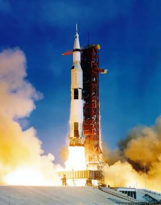 The Saturn V (5) rocket